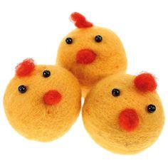 Kananpojat on neulahuovutettu styrox-pallojen päälle. Tarvikkeet ja ideat Sinellistä!