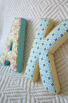 Fabric letters tutorial - 35 Creative DIY Letters in Life ! Fabric Covered Letters, Fabric Letters, Diy Letters, Letters Decoration, Wood Letters, Large Letters, Fabric Crafts, Sewing Crafts, Sewing Projects