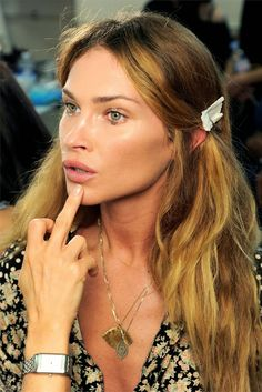 AMAZING BEAUTY SECRET AND SKIN ROUTINE THAT YOU CAN DO AT HOME TO LOOK LIKE HER. READ MORE...
