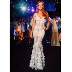 Obrigada amiga @paulaaziz por mais um ano fazer o vestido dos meus sonhos pra virada! #fabulousagilita | Tks pelo clique @raularagao