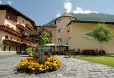 """Ferienhotel Alber Mallnitz Located amidst the Hohe Tauern National Park in Carinthia, this friendly, family-run hotel is a member of the """"European Hiking Hotels"""". Solarium, Carinthia, National Parks, Sidewalk, Hiking, Mansions, House Styles, Hotels, Europe"""
