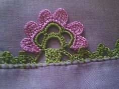 This Pin was discovered by Den Crochet Borders, Crochet Stitches, Crochet Patterns, Vintage Crochet, Crochet Lace, Cross Stitch Flowers, Free Pattern, Diy And Crafts, Knitting