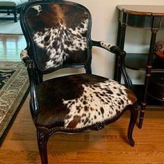 Cowhide Decor, Cowhide Furniture, Cowhide Ottoman, Reupholster Furniture, Western Furniture, Chair Upholstery, Leather Furniture, Cool Furniture, Refurbished Furniture