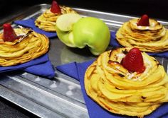Almás piramistekercs🍏 | Birkás Attila receptje - Cookpad receptek Pancakes, Breakfast, Recipes, Food, Morning Coffee, Essen, Pancake, Meals, Eten