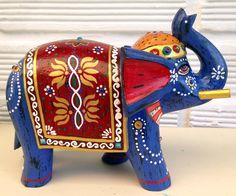 Elefante en madera decorado Indian Elephant, Elephant Love, Elephant Design, Elephant Art, Elephant Tattoos, Paper Mache Crafts, Clay Crafts, Elephant Sculpture, Sculpture Art