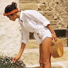 Large Cult Gaia- Gaia's Ark Bamboo Bag Want the Ark Clutch in Large Style Outfits, Mode Outfits, Summer Outfits, White Outfits, White Shorts Outfit Summer, Scarf Outfit Summer, All White Outfit, Beach Outfits, Woman Outfits