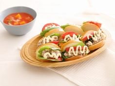 ランチにおすすめ!サバ缶を使った「サバトマトサンド」のレシピ Sushi, Ethnic Recipes, Yahoo, Food, Essen, Meals, Yemek, Eten, Sushi Rolls