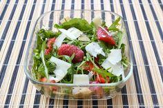 L'insalata di rucola e fragole la dovete provare, non mi aspettavo che la fragola ci stesse così bene nell'insalata e il tocco di aceto balsamico e' azzeccatissimo.