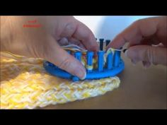 In this video, I show you how to set up stitches on a knitting ring, how to … – trico et… In this video, I show you how to set up stitches on a knitting ring, how to … – trico et… – Opzet – Round Loom, Loom Knitting, Crochet, Creative, Rings, Stitches, Youtube, Board, Weaving Looms