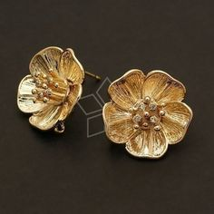 / 2 Pcs - Big Flower Earring Findings, Gold Plated over Brass Body with Sterling Silver Post / Jewelry Design Earrings, Gold Jewellery Design, I Love Jewelry, Gold Jewelry, Baby Jewelry, Round Earrings, Flower Earrings, Flower Jewelry, Gold Finger Rings