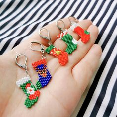 Beaded Christmas Decorations, Beaded Ornaments, Beaded Jewelry Patterns, Beading Patterns, Beaded Crafts, Jewelry Crafts, Beading Projects, Christmas Jewelry, Brick Stitch