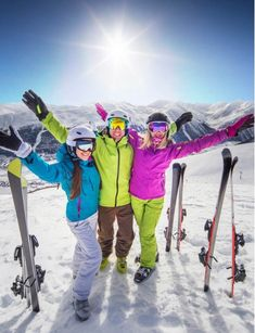 Special expat ski holiday with Siegi Tours Holidays! The expat ski packages are filled with a lot of skiing and fun in the beautiful Austrian Alps. Meeting New People, We The People, Ski Austria, Salad Buffet, Ski Packages, Half Board, Ski Lift, Ski Holidays, Adventure Holiday