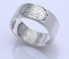 Custom double fingerprint wedding band by Fabuluster - obrączka ślubna z odciskiem palca