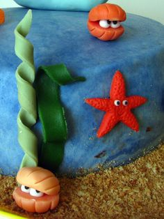 Fondant starfish, clam/shell, seahorse and octopus picture tutorial Fondant Toppers, Fondant Cakes, Cupcake Cakes, Cupcakes, Dory Cake, Nemo Cake, Mermaid Birthday Cakes, Mermaid Cakes, Fondant Figures