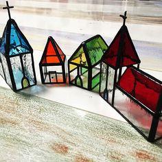 女性で、4LDKのハンドメイド/ステンドグラス/手作り雑貨/教会のオブジェ/ハウスオブジェ/My Shelf…などについてのインテリア実例を紹介。「ステンドグラスの質感がなんとも癒されます。」(この写真は 2016-02-08 00:16:34 に共有されました)