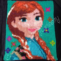 this is the most amazing thing i have ever seen off of the rainbow loom before! no telling how many looms and rubber bands that big mural took! Rainbow Loom Frozen, Rainbow Loom Bands, Rainbow Loom Bracelets, Rubber Band Charms, Rubber Bands, Loombands Tutorial, Rainbow Loom Creations, Frozen Characters, Loom Craft