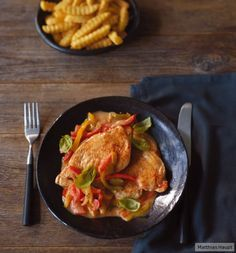 Zarte Hähnchenbrust, knackige Paprika und ein cremiges Sößchen – In nur 40 Minuten ist das neue Lieblingsessen fertig.