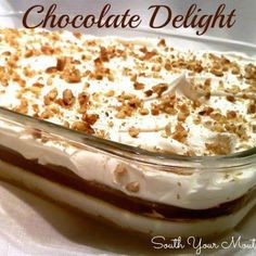 Layered dessert with chocolate pudding, cream cheese and cool whip on top of a pecan shortbread crust. Also called Better Than Sex Cake, Robert Redford Pie and Delight! Easy Summer Desserts, Layered Desserts, Chocolate Pudding Desserts, Chocolate Recipes, Cool Whip, Blackberry Syrup, Italian Hot, Chocolate Delight, Shortbread Crust