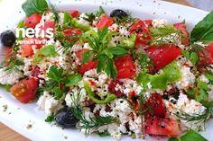 Peynirli Kahvaltılık Salata (Ege Çingen Pilavı) Caprese Salad, Cobb Salad, Turkish Salad, Turkish Recipes, Ethnic Recipes, Brunch, Sugar Cookie Icing, Perfect Food, Salad Recipes