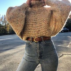 Waist Jeans fall Fall outfit ideas, cream chunky knit sweater with high waist jeans. Fall outfit ideas, cream chunky knit sweater with high waist jeans. Easy and casual warm winter look Casual Winter Outfits, Winter Fashion Outfits, Classy Outfits, Look Fashion, Autumn Winter Fashion, Vintage Outfits, Womens Fashion, Winter Outfits For Teen Girls Cold, Summer Outfits