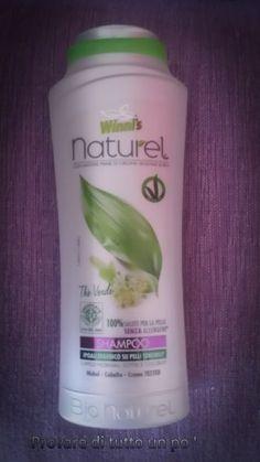 Shampoo Winni's Naturel formulato per capelli normali, sottili, colorati, arricchito con estratti biologici di thè verde, castagna e proteine vegetali. Ha una profumazione al thè verde.