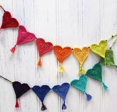 Here's a lovely Heart Bunting pattern for a good cause! Crochet Heart Bunting for Little Hearts Matter Planet Penny shares this pattern for the Crochet Heart Bunting to help raise awareness of the Little Hearts Matter Charity. Crochet Home, Crochet Gifts, Crochet Baby, Free Crochet, Easter Crochet, Cotton Crochet, Crochet Garland, Crochet Decoration, Crochet Motifs
