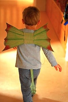 """our favorite movie at the moment is """"how to train a dragon"""" .so we had to make some dragon wings! take apart a cereal bo. Petes Dragon Party, Diy For Kids, Crafts For Kids, Cardboard Costume, Pete Dragon, Dragon Birthday Parties, Dragon Mask, Diy Wings, Mardi Gras"""