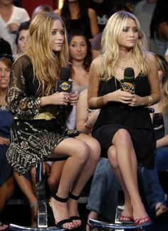 OLSENS ANONYMOUS MKA MK MARY KATE ASHLEY OLSEN MUCH MUSIC 2006 LONG SLEEVE SHEER EMBELLISHED SEQUIN DRESS ANKLE STRAP OPEN TOE SANDALS HEELS THIN STRAP BLACK DRESS OPEN TOE RED HEELS GREEN GOLD NECKLACE RINGS BRACELETS canada television music show interview