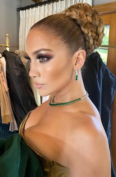 The 15 Best Beauty Looks From The 2020 Golden Globes Red Lips Makeup Look, Red Carpet Makeup, Glam Makeup Look, Makeup Looks, Maquillage Jlo, Golden Globes, Red Carpet Looks, Hair Trends, Cool Hairstyles
