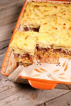 Sharing a traditional recipe for Pastitsio (Greek Lasagna) - an authentic Greek recipe shared from a Greek family. Great recipe for a Greek dinner party! Recipe For Pastitsio, Greek Lasagna, Greek Dinners, Middle East Food, Moussaka, Unique Recipes, Mediterranean Recipes, How To Cook Pasta, Kitchens