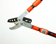 T2 Tiger Jaw Loppers are the most versatile ratcheting loppers in the Tiger Jaw line of gardening Tools. With extendible handles that give you 40.5 inches of reach, you will be surprised how easy lopping and pruning has become. Our T2 loppers can cut up to 2 inch branches.