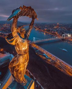 Statue of Liberty in Budapest, Hungary Wonderful Places, Beautiful Places, Wachau Valley, Europe Centrale, Capital Of Hungary, Hungary Travel, Belle Villa, Travel Abroad, Best Cities