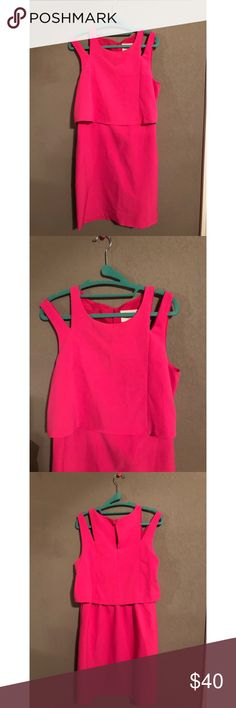 Bright Pink Formal Dress-Size Medium! seriously the prettiest dress! so pretty on. the outside strap can can worn either on or off the shoulder. typically worn off the shoulder. the cut of the dress is very flattering on everyone. seize medium! let me know if you have any questions! Dresses Midi
