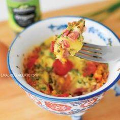 Oi gente, hoje vim trazer uma receita super prática, comopreparar uma omelete de caneca (ou xícara rsrs…) em menos de 5 minutos. É mega fácil, apenas deixe seus temperos separados na noite anterior e de manhã você poderá ter uma deliciosa omelete em menos de 5 minutos. Assim, nunca mais você sairá sem seu café …