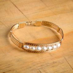 Ronaldo Gold Praise Bracelet with Pearls Ronaldo Bracelet, Imitation Jewelry, Wire Weaving, Bangles, Bracelets, Metal Jewelry, Jewelry Crafts, Jewelry Making, Sculpture