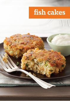 Fish Cakes – Take 1 pkg.) STOVE TOP Stuffing Mix for Chicken, cup water and cup KRAFT Real Mayo Mayonnaise and 2 cans oz. each) salmon, drained, skin and bones discarded 1 Tbsp. Kraft Recipes, Quick Recipes, Cooking Recipes, Salmon Recipes, Fish Recipes, Seafood Recipes, Fish Cakes Recipe, Fish Dinner, Dinner Dishes