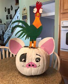 My Hei-Hei and Pua Pumpkin Creation 2017 pumpkin painting Halloween Birthday, Holidays Halloween, Halloween Crafts, Halloween Ideas, Pumpkin Contest, Pumpkin Ideas, Character Pumpkins, Pumpkin Painting, Pumpkin Carving