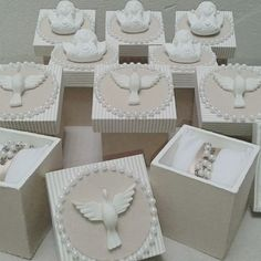 Lembranças de batizado.  Caixas decoradas!  #lembrancinhabatizado #batizado  #caixadecorada #miniterço #caixaminiterco #caixaespiritosanto  #espiritosanto