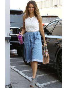 Jessica Alba associe jean et dentelle
