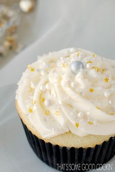 Golden Vanilla Bean Cupcakes   That's Some Good Cookin'