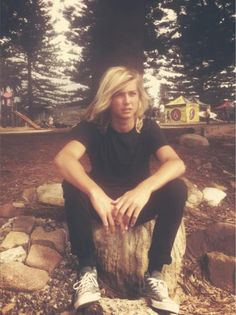 Beau Foster.. haven't really heard of him before, but I'm loving his charisma Shaggy Haircuts For Boys, Boys Long Hairstyles, Diesel Punk, Psychobilly, Gorgeous Men, Beautiful People, Rock And Roll, Hippie Boy, Straight Edge