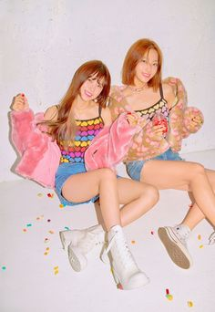 Hayoung and Saerom Kpop Girl Groups, Kpop Girls, Event Countdown, Lee Seo Yeon, Bts And Exo, Popular Music, Electronic Music, Pop Group, Girls Generation