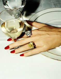 The history of red nails. Who started the trend of red nail polish and how it become popular plus many beautiful photos of women with red nails. Jewelry Photography, Beauty Photography, Cute Nails, Pretty Nails, Gorgeous Nails, Glamour Vintage, Vintage Nails, Milky Nails, Nagel Gel