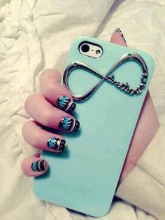 nails and phone case <3