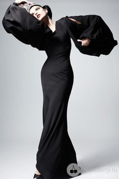 Zac Posen Pre-Fall 2013. Love the flair of dramatic pose, great modeling to show the lines of the gown.