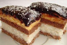 Bounty szelet - www. Chef Recipes, Baking Recipes, Cookie Recipes, Dessert Recipes, Hungarian Desserts, Hungarian Recipes, Sweet Desserts, Sweet Recipes, Cut Recipe