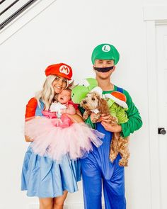 Mario, Luigi, Yoshi and Princess Peach 💛 Happy first Halloween my baby Coco! Even though her and Luma were very not into their costumes 🤪 Baby Costumes, Halloween Costumes, Princess Peach Costume, Aspyn And Parker, Peach Mario, Aspyn Ovard, Mario And Luigi, First Halloween, Baby Princess