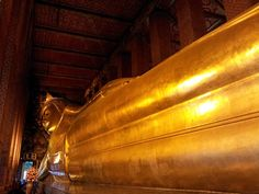 The Reclining Buddha Bangkok on http://www.livingincmajor.com/temple-of-reclining-buddha-bangkok-how-to-get-to-wat-pho