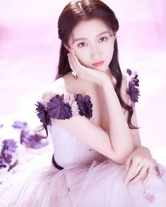 Guan Xiao Tong, Star Girl, Chinese Actress, Cute Couples, Girl Hairstyles, Asian Beauty, Disney Characters, Fictional Characters, Snow White