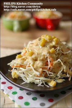 요새 매일 우리집 상에 오르는 김치같은 존재입니다... 양배추 샐러드.... 사실 최근에 일식 돈가스 집에 갔다가 먹어본 양배추 샐러드... 돈가스는 별로 먹고싶지는 않은데, 양배추 샐러드가 자꾸만 눈에 밟히더.. Authentic Korean Food, Kids Dishes, Vegetarian Recipes, Cooking Recipes, K Food, Korean Dishes, Asian Recipes, Ethnic Recipes, Appetizer Salads